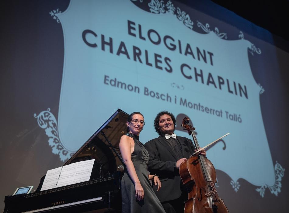 Elogiant a Charles Chaplin