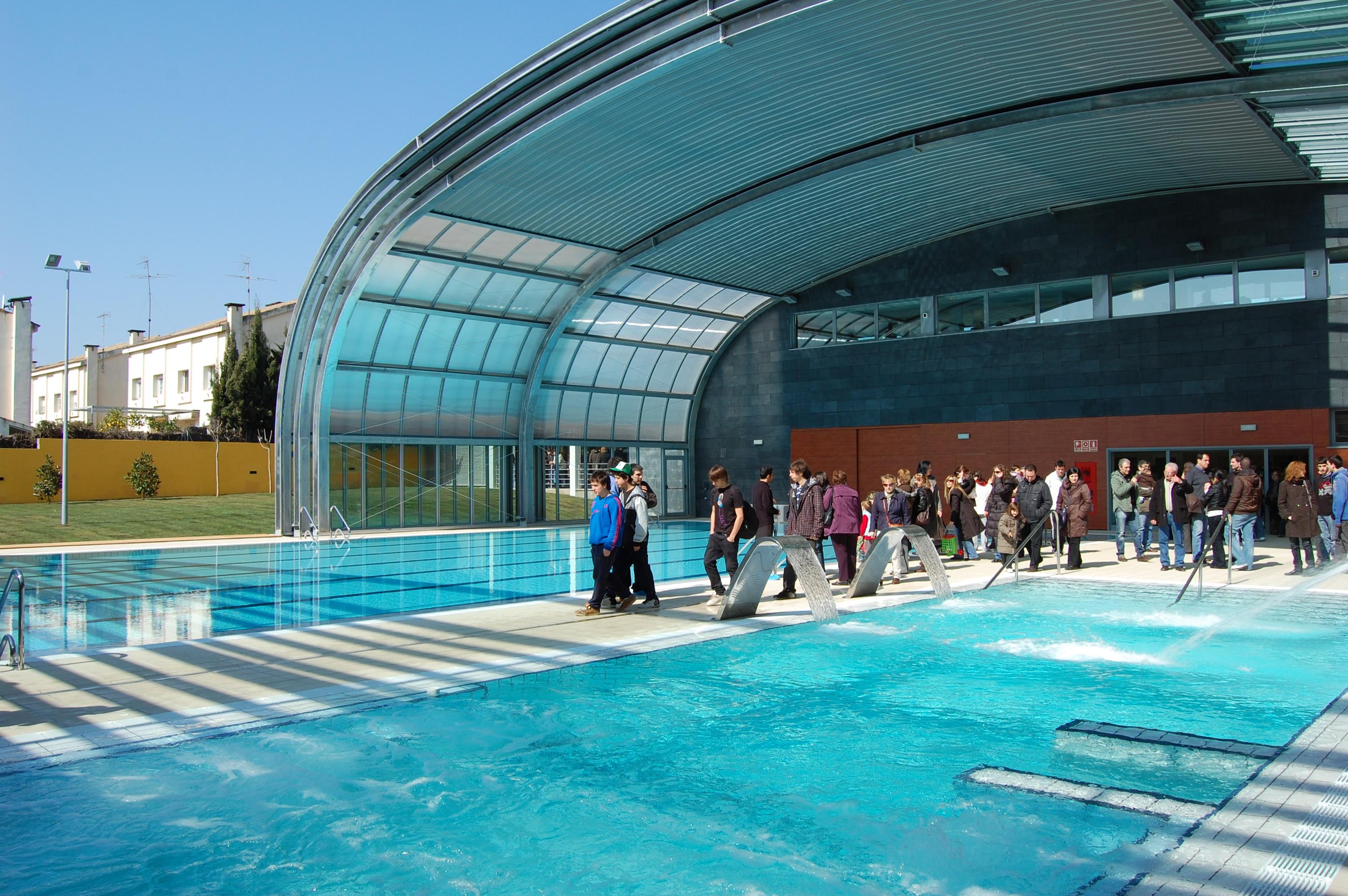 Ajuntament de premi de mar la nova piscina inaugurada for Piscina municipal premia de mar